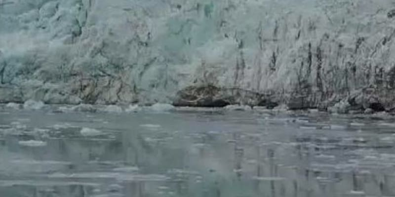 Global warming has caused large ice chunks of Greenland to break