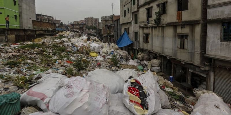 A Pile of Rubbish in the Capital, 22 feet of road is now 6 feet